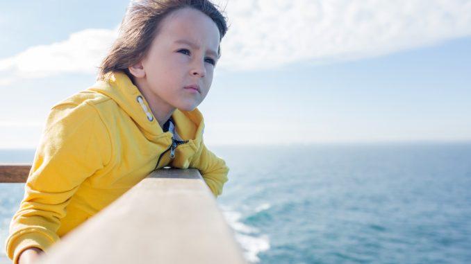 Dreng på færge