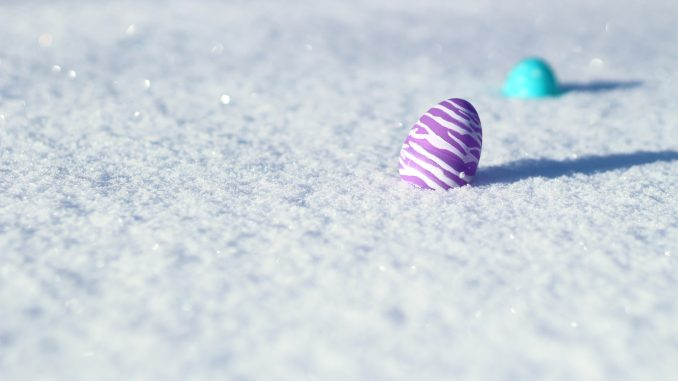 Påskeæg i sneen